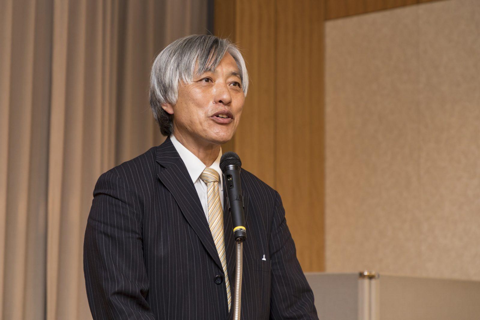 記念祝賀会 司会 下島総務・調査部長